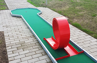 Mini-Golf lanes
